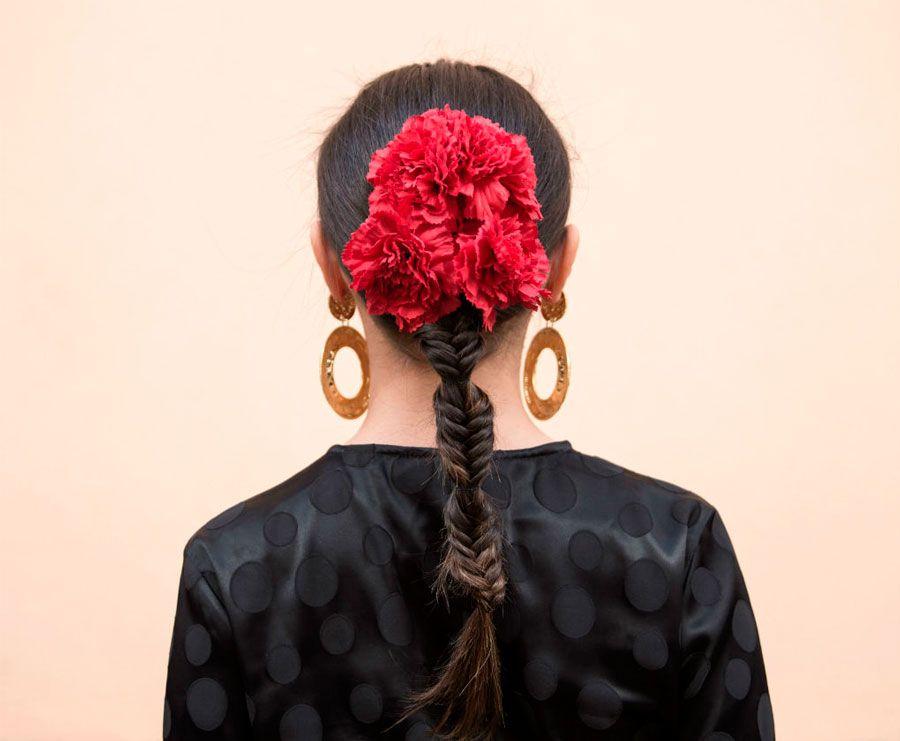 como-se-ponen-las-flores-de-flamenca